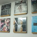簡単にレコードがインスタ映え!100円でお部屋の壁掛けインテリアに大変身